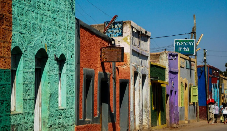 Etiopia: Colourful street in Harar (Harari Region), Ethiopia